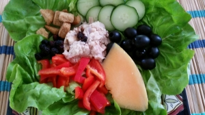Lettuce lunch cups with tuna and cucumbers.